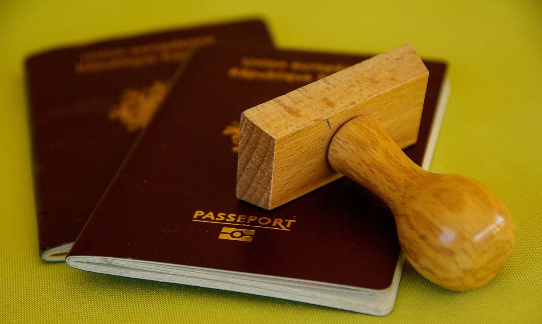 Passaportes e carimbo