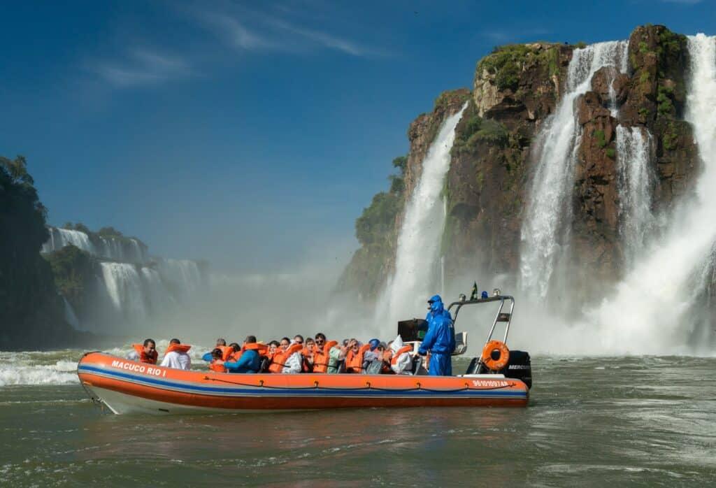 Barco do Macuco Safari próximo às Cataratas