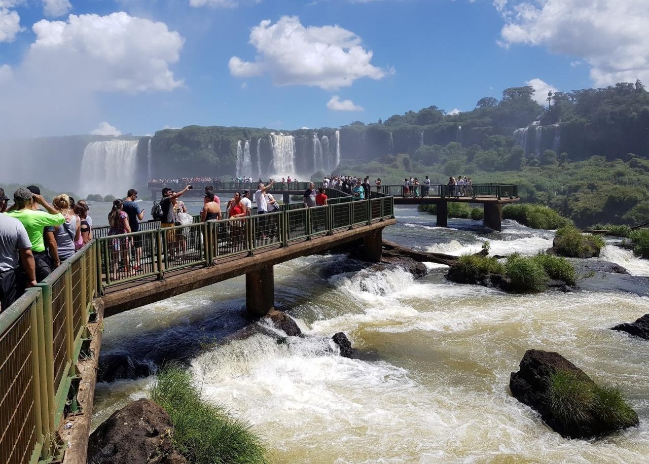 Passarela das Cataratas em Feriado Prolongado em Foz do Iguaçu