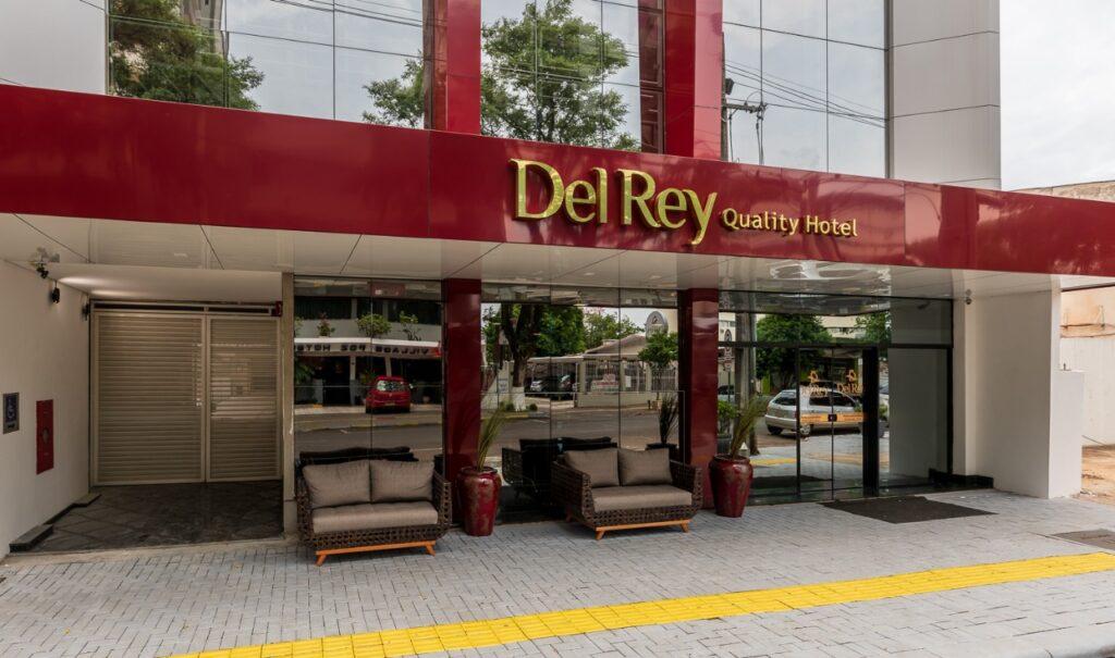 Fachada do Hotel em porque você deve se hospedar no Del Rey.