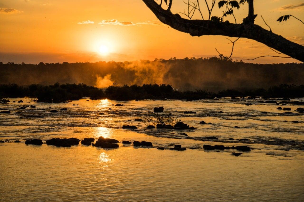 Por do sol no parque nacional do iguaçu