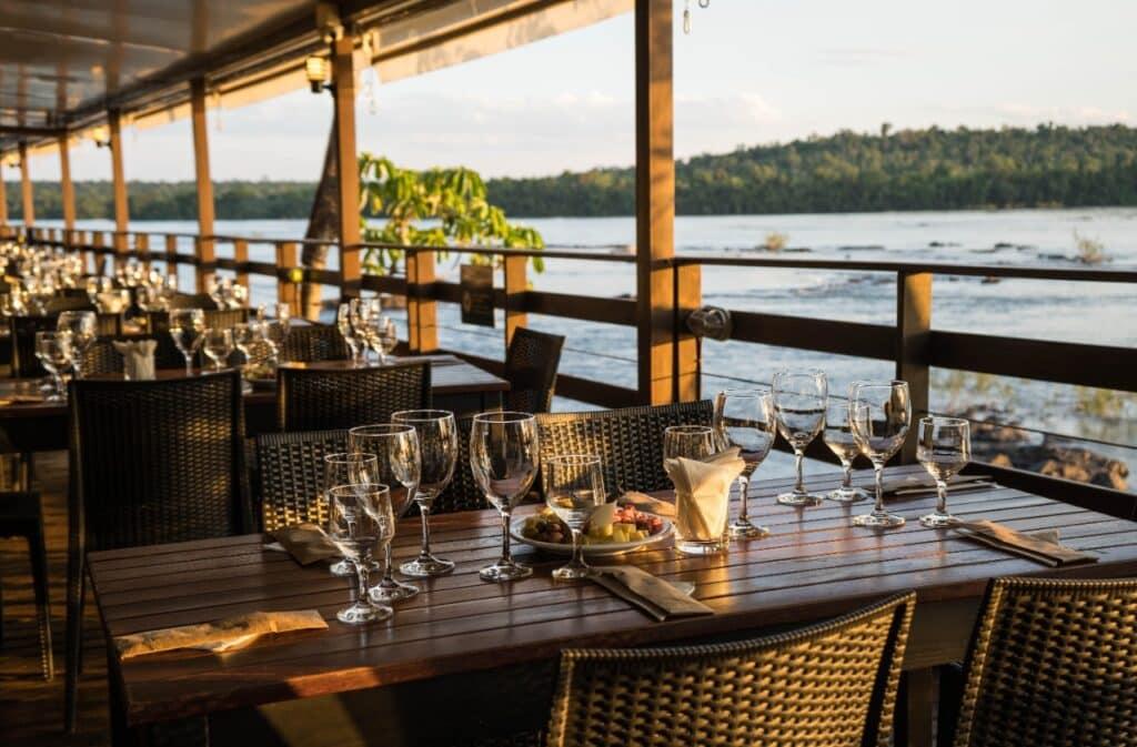 Vista do restaurante Porto Canoas no Parque Nacional do Iguaçu