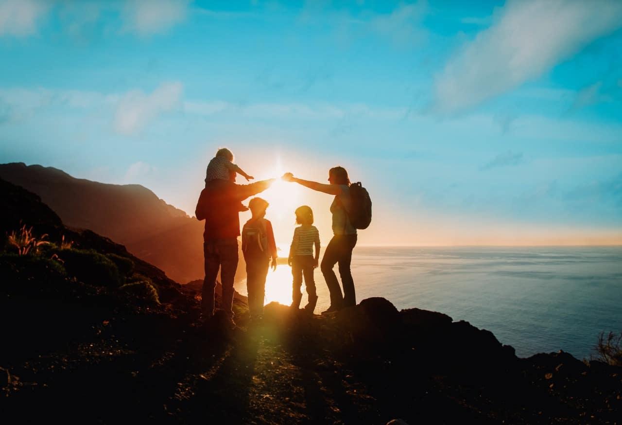 2021 é o ano para viajar - Família na praia