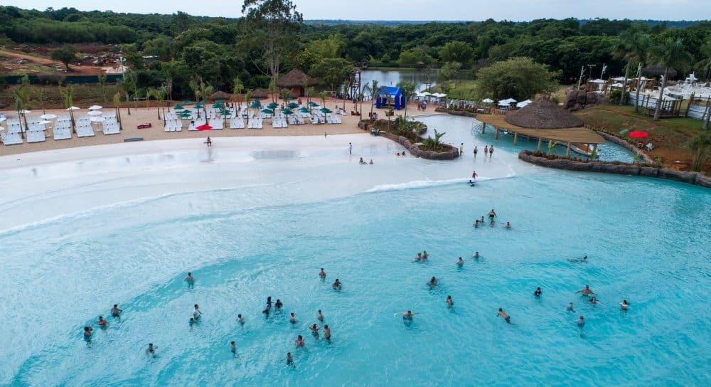 Praia artificial do Blue Park é mais um atrativo de verão em Foz
